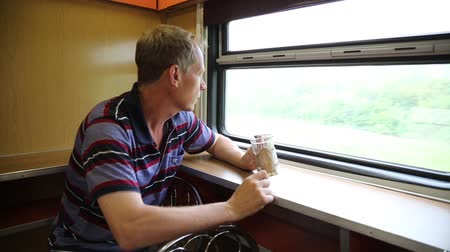 выражать : A man is riding in a train restaurant. Стоковые видеозаписи