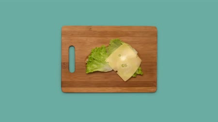 slanina : Stop motion video of ham, cheese and salad.