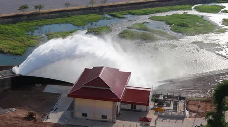 baraj : Dams are draining to stream Stok Video