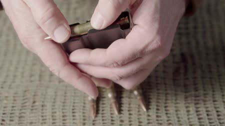 медь : The shooter equips the rifle magazine with 308 caliber ammunition. Close up Стоковые видеозаписи