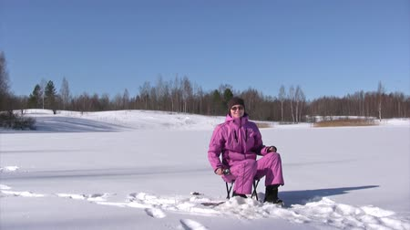 только один человек : Winter fishing for roach on a freshwater lake