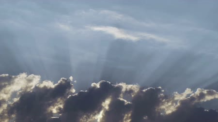 ışınları : Timelapse shot of the heavenly clouds with sun rays Stok Video