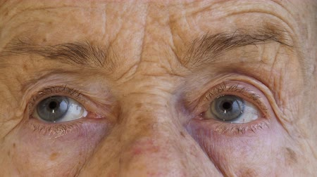 crinkle : Close-up  shoot of face and eyes of elderly woman aged 81 years