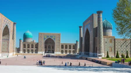 cegła : The Registan Square is the most notable landmark in the city, Samarkand