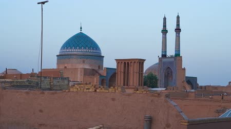yazd : Early morning in Yazd, the sky changes its color over the dome and minarets of Jameh mosque, Iran. Stock Footage