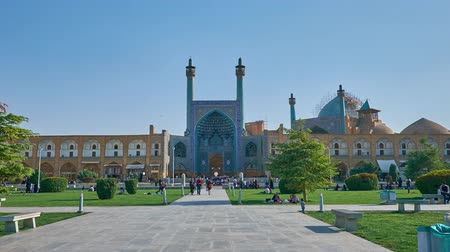ispahan : ISFAHAN, IRAN - OCTOBER 20, 2017: Park in Naqsh-e Jahan Square is nice place for picnic with a view on beautiful portal of Shah Mosque, decorated with tiled islamic patterns, on October 20 in Isfahan.