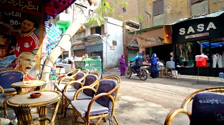 khalili : CAIRO, EGYPT - DECEMBER 21, 2017: The view from the teahouse on busy Al Muizz street with stores, vendors, workers and visitors of Khan El Khalili Bazaar, on December 21 in Cairo. Stock Footage