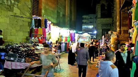 khalili : CAIRO, EGYPT - DECEMBER 21, 2017: Evening AL-Muizz street runs through the complex of Sultan al-Ghuri with multiple stalls of Khan El Khalili Bazaar in Islamic Cairo district, on December 21 in Cairo. Stock Footage