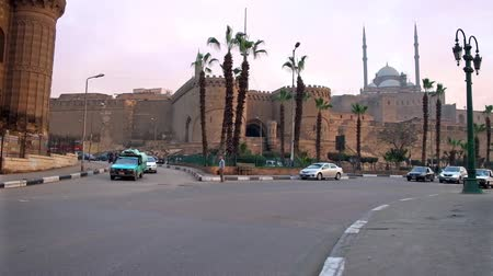 muhammad ali : CAIRO, EGYPT - DECEMBER 21, 2017: The view on Saladin citadel from the Salah El-Deen square, the place with fast traffic and numerous landmarks, on December 21 in Cairo. Stock Footage
