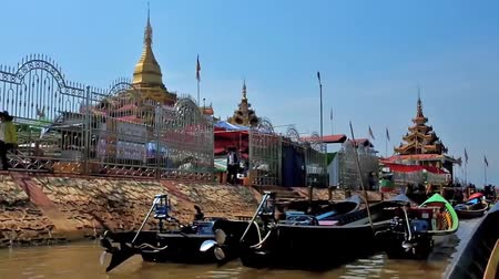u boats : INLE LAKE, MYANMAR - FEBRUARY 18, 2018: Sailing along the wharf of Hpaung Daw U Pagoda - the Buddhist Temple and notable religious historic landmark in Ywama village, on February 18 in Inle lake.