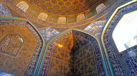ispahan : ISFAHAN, IRAN - OCTOBER 21, 2017: Interior of Sheikh Lotfollah mosque with rich Islamic patterns on walls, Arabic calligraphy on glazed tiles and outstanding dome, on October 21 in Isfahan.