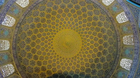 ispahan : ISFAHAN, IRAN - OCTOBER 21, 2017: Rotating dome of Sheikh Lotfollah mosque, decorated with tiled arabesque patterns, calligraphic belts and arched windows, on October 21 in Isfahan.