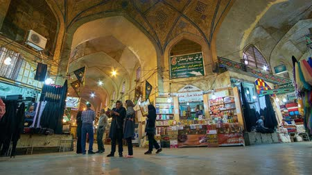 caravanserai : SHIRAZ, IRAN - OCTOBER 13, 2017: Crowded Vakil Bazaar is notable city landmark, preserved since Middle Ages and offering different goods - carpets, fabrics, spices, metalware, on October 13 in Shiraz. Stock Footage