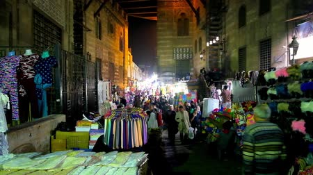 khalili : CAIRO, EGYPT - DECEMBER 21, 2017: The arched pass of Sultan al-Ghuri complex houses the stalls of noisy Khan El Khalili Bazaar - the pearl of Islamic Cairo district, on December 21 in Cairo. Stock Footage