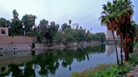 nílus : The evening walk along the Corniche of Nile river with a view on scenic garden and ramparts of Ottoman Manial Palace on Rhoda island, Cairo, Egypt.