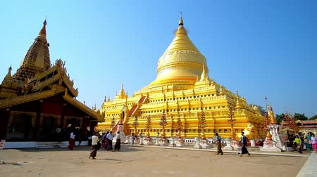 nyaung u : BAGAN, MYANMAR - FEBRUARY 25, 2018: The huge golden stupa of Shwezigon Temple is surrounded by ornate image houses, small pagodas and shrines, on February 25 in Bagan