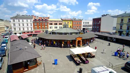 kazimierz : KRAKOW, POLAND - JUNE 21, 2018: The view on flea market stalls of New Square (Plac Nowy), located in Kazimierz Jewish Quarter with historical mansions on background, on June 21 in Krakow.
