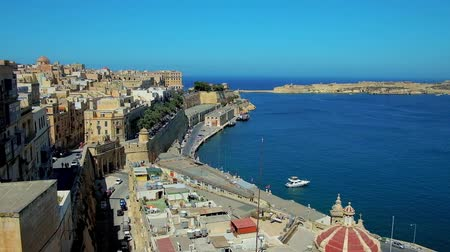 upper peninsula : The view on historical quarters of Valletta from the viewpoint in Upper Barrakka Gardens, located on top level of St Peter and Paul Bastion, Malta.