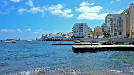 maltština : The San Geraldu seaside promenade opens the view on fishing harbor, surrounded by modern tourist hotels of resort, Bugibba, Saint Paul Bay, Malta.