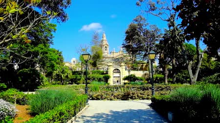 palazzo malta : NAXXAR, MALTA - JUNE 14, 2018: The picturesque Italian gardens of Palazzo Parisio, also famous as Scicluna Palace, with shady green trees, flower beds and fountains, on June 14 in Naxxar.