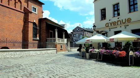 kazimierz : KRAKOW, POLAND - JUNE 21, 2018: The cozy outdoor cafe on the corner of Bartosza street at the Old Synagogue in Kazimierz historic Jewish neighborhood, on June 21 in Krakow.