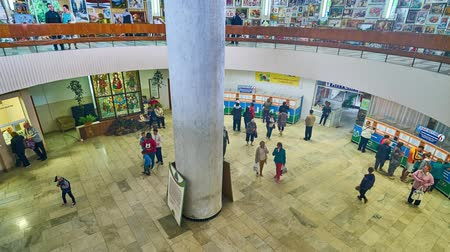 molas : MORSHYN, UKRAINE - JULY 2, 2018: Interior of the pump room of famous Ukrainian spa resort: the visitors drink mineral water and enjoy the handicraft bazaar on the upper floor, on July 2 in Morshyn. Vídeos