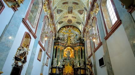 oltář : CZESTOCHOWA, POLAND - JUNE 12, 2018: The prayer hall of Basilica of Holy Cross and Nativity of Mary of historic Jasna Gora Monastery, on June 12 in Czestochowa.