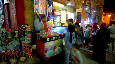 khalili : CAIRO, EGYPT - DECEMBER 22, 2017: Young local couple buys the cotton candy in stall of Khan El Khalili bazaar in Al-Muizz street, on December 22 in Cairo. Stock Footage