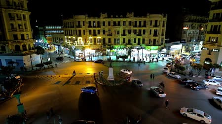 エディフィス : CAIRO, EGYPT - DECEMBER 23, 2017: The noisy evening Talaat Harb square with fast traffic and people, walking across the road, on December 23 in Cairo. 動画素材