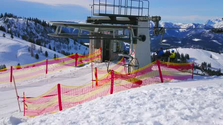 ski run : GOSAU, AUSTRIA - FEBRUARY 26, 2019: The top station of the chairlift, surrounded by rocky Dachstein West Alps, the cabins carry skiers to the top of Zwieselalm mountain, on February 26 in Gosau. Stock Footage