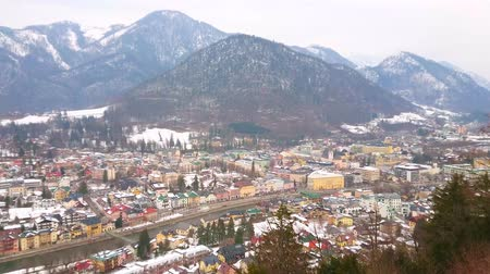 townhouse : The Siriuskogel mount offers the birds eye view on the town of Bad Ischl, its colorful housing, narrow Traun river and Jaizenberg mountain on the background, Salzkammergut, Austria.