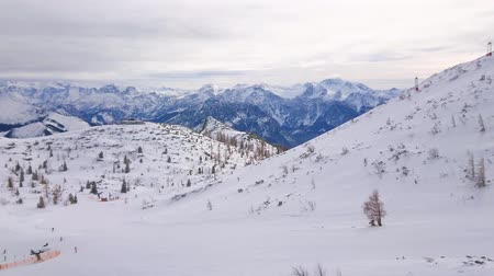 hegytömb : Panorama of the snowy plateau of Feuerkogel mountain with ski lifts, trails, cable car top station and numerous sportsmen, Ebensee, salzkammergut, Austria.