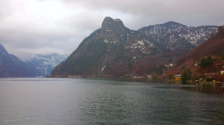panské sídlo : The heavy rainy clouds hover around the Alps and stuck above the Traunsee lake, Traunkirchen, Salzkammergut, Austria