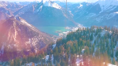 hegytömb : Enjoy the beauty of Salzkammergut and watch idyllic Alpine scenery from the cabin of Feuerkogel cable car, overlooking Traunsee lake and mountains of Dachstein massif around it, Ebensee, Austria.