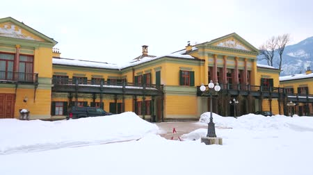elisabeth : BAD ISCHL, AUSTRIA - FEBRUARY 20, 2019: Panorama of Classical styled Kaiservilla (Emperors villa of Franz Joseph I) and Kaiserpark, covered with snow, on February 20 in Bad Ischl. Stock Footage