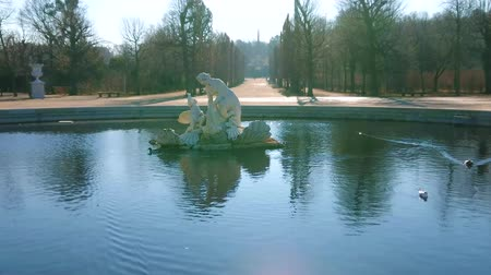 obelisk : VIENNA, AUSTRIA - FEBRUARY 19, 2019: Spectacular Naiad fountain located in Meidlinger Lindenwaldchen (Linden Groves of Meidlinger) garden of Schonbrunn palace, on February 19 in Vienna. Stock Footage