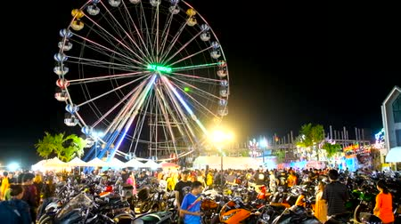 zaparkoval : AO NANG, THAILAND - APRIL 27, 2019: The view on hundreds of parked motorcycles of Ao Nang Bike Week participants; ferris wheel and night market stalls are seen on background, on April 27 in Ao Nang Dostupné videozáznamy
