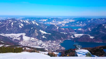 superior : ST GILDEN, AUSTRIA - FEBRUARY 23, 2019: Panorama of superior Salzkammergut landscape from the peak of Zwolferhorn mount - the popular ski resort, on February 23 in St Gilden Vídeos