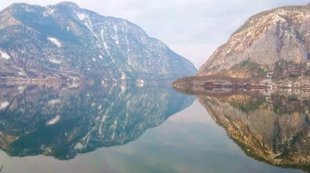 hegytömb : Salzkammergut is famous for its idyllic nature with great Alps and clear lakes, Hallstattersee is one of the most spectacular locations, reflecting rocky mountains and cloudy sky, Austria.