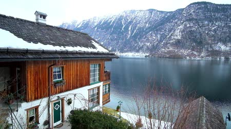 hallstatter see : The view on Hallstattersee lake and snowy Dachstein Alps from the slope of Salzberg mountain, covered with old houses of Hallstatt, Salzkammergut, Austria