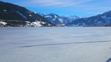 elisabeth : Walk  Elisabeth park and watch the frozen Zeller see lake, located in Alpine mountain valley, Zell am See, Austria