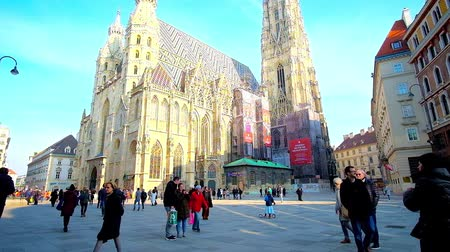 romanesk : VIENNA, AUSTRIA - FEBRUARY 18, 2019: Enjoy the walk in St Stephen Square (Stephansplatz) and observe Gothic St Stephen Cathedral (Stephansdom or Domkirche), on February 18 in Vienna.