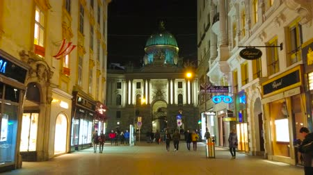 hofburg : VIENNA, AUSTRIA - FEBRUARY 18, 2019: Pleasant evening walk along splendid edifices of Kohlmarkt street, stretching to St Michael Square (Michaelerplatz) and Hofburg Palace, on February 18 in Vienna Stock Footage