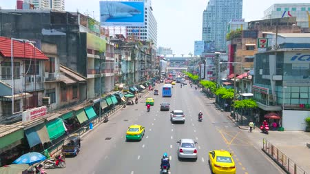 pathum wan : BANGKOK, THAILAND - APRIL 24, 2019: Ratchaprarop road is lined with shabby buildings and stalls of Pratunam market; modern business centers and malls are seen on background, on April 24 in Bangkok
