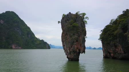 石灰岩 : Panorama of Ao Phang Nga national park (Khao Phing Kan), karst tower of Ko Ta Pu island and Ko Raya Ring island on the background, Thailand