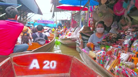 ratchaburi : DAMNOEN SADUAK, THAILAND - MAY 13, 2019: A boat trip along the floating souvenir stalls of Ton Khem floating market with narrow busy canals and hundreds of tourists, on May 13 in Damnoen Saduak
