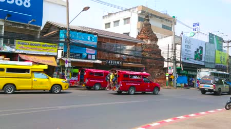 khong : CHIANG MAI, THAILAND - MAY 4, 2019: The busy road at the fortress wall of old town with a viw on ancient ruins of chedi, sandwiched between the stores and cafes, on May 4 in Chiang Mai