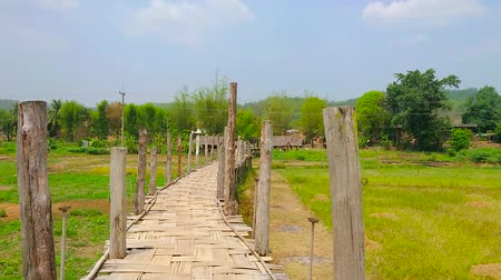 poo : Walk the narrow and curved Su Tong Pae Bamboo Bridge, located amid the paddy fields of Mae Hong Son suburb, Thailand