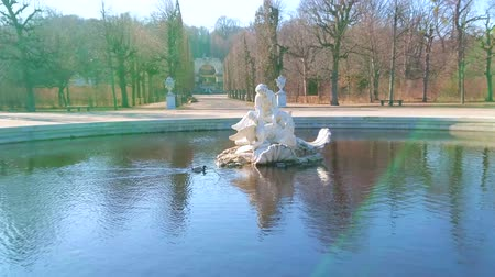obeliszk : VIENNA, AUSTRIA - FEBRUARY 19, 2019: Enjoy the winter sunny weather, walking at the elegant Naiad fountain of Meidlinger Linden Groves in garden of Schonbrunn palace, on February 19 in Vienna. Stock mozgókép