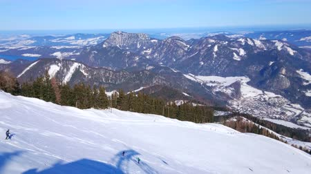 trilhas : Picturesque winter Alpine scenery from the peak of Zwolderhorn mountain, St Gilden, Salzkammergut, Austria